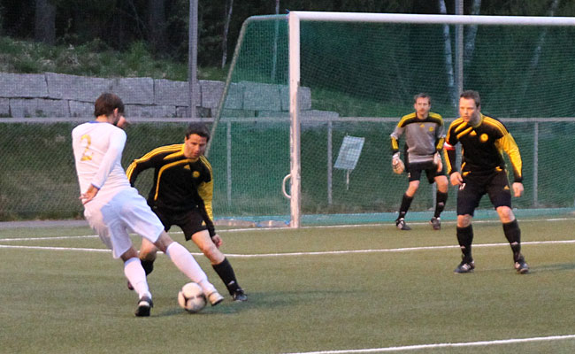 Svein og Kristian forsvarer Oppegård-målet.